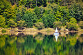 Yacht on o forested hill, pilichowice in Poland — Stockfoto