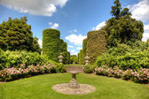 English stately home garden — Stok fotoğraf