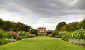 English stately home and gardens — 图库照片