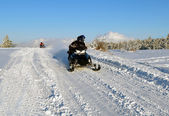 Mans goes on a snowmobile — Stock Photo