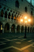Mysterious plazza in the evening in Venice — Stock Photo