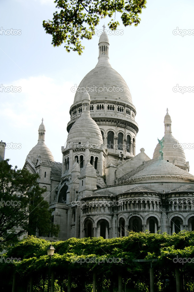 Sacre Coeur, Paris, France - vue from the parc in summer — Stock Photo #6213943
