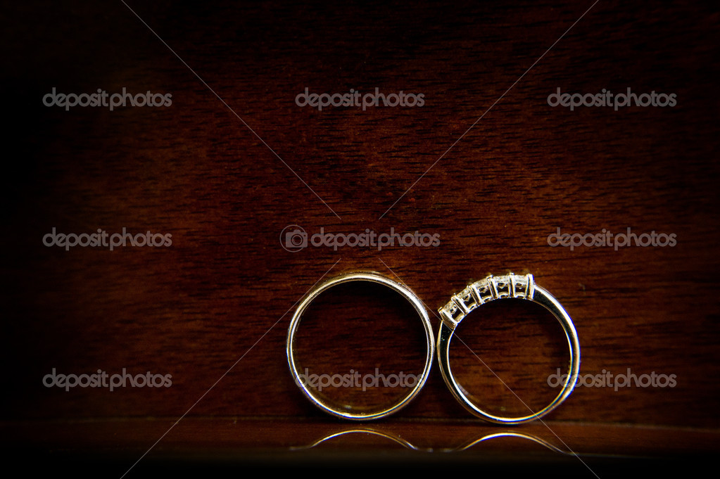Wedding bands / wedding rings on dark wood background — Stock Photo #6136701