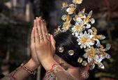 印尼新娘祈祷 — 图库照片
