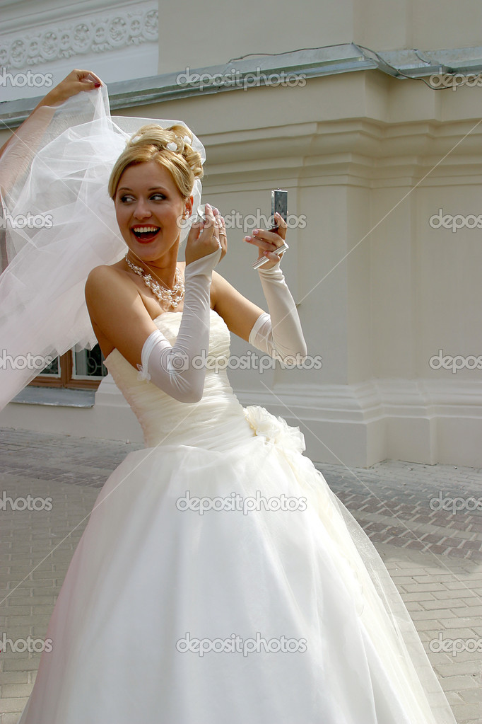 The cheerful bride with a mirror — Stock Photo #6159004