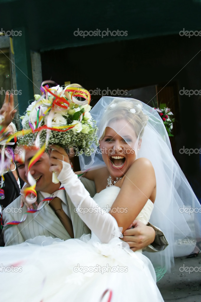 Happy groom and the bride in day of wedding — Stock Photo #6159149