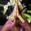 Indonesian bride prays — Stock Photo