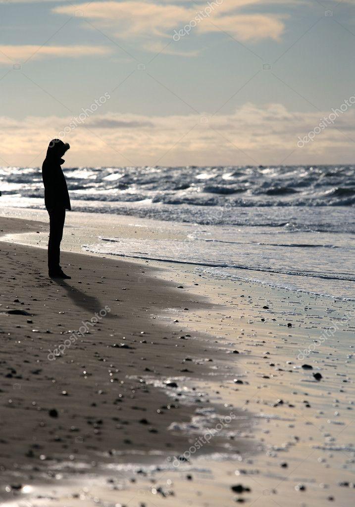 Девушка на море зимой фото