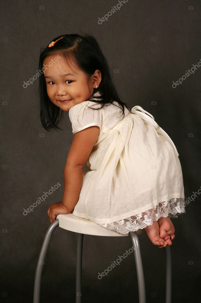 The small Korean girl in studio — Stock Photo #6613234