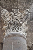 Detail of column capitel to nest — Stock Photo