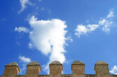 Details of the battlements of a castle and the sky — Stock Photo