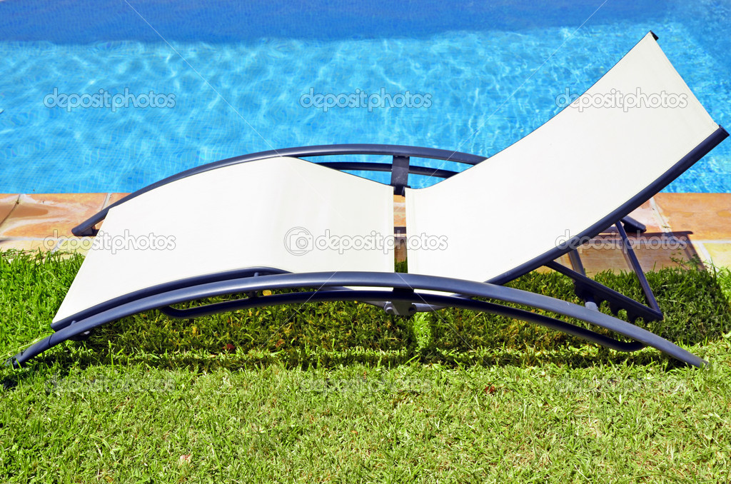 Empty seat next to the pool — Stock Photo #6381562