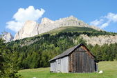 Wooden house in mountain landscape — Stock Photo