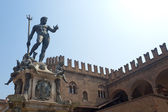 Bologna (Emilia-Romagna, Italy) Neptune's bronze statue and hist — Stock Photo