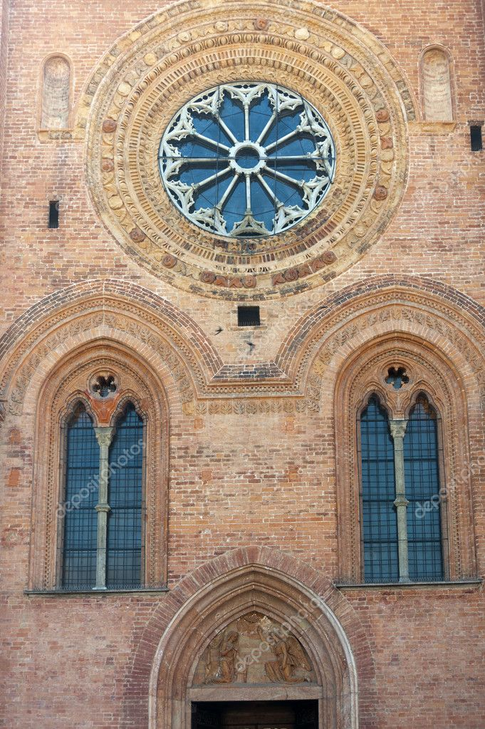 Pavia (Lombardy, Italy) the gothic church of Santa Maria del Carmine — Stock Photo #6528058