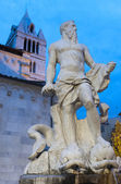 Carrara, cathedral and statue — Stock Photo