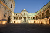 Lecce (Puglia, Italy): The main square at evening (Baroque style — Stock Photo
