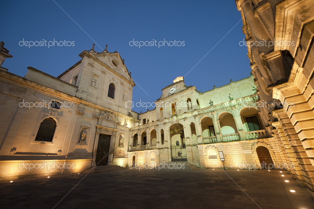 Lecce (Puglia, Italy): The main square at evening (Baroque style) — Stock Photo #6726633