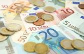 Euroscheine und Münzgeld — Stock Photo