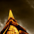 PARIS - JUNE 22 : Illuminated Eiffel tower at night sky June 22, - Foto de Stock