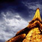 PARIS - JUNE 22 : Illuminated Eiffel tower at night sky June 22, — Stock Photo