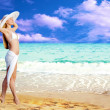 Young beautiful women in the white on the sunny tropical beach — Foto Stock