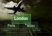 Città della aeroporti sul pulsante e aereo — Foto Stock