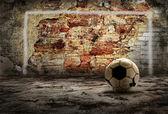 Nieczysty piłka na tle nieczysty retro — Zdjęcie stockowe