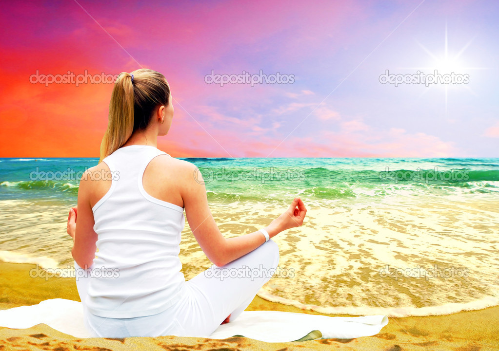 Young beautiful women in white, relaxation on the sunny tropical beach — Stock Photo #6352588