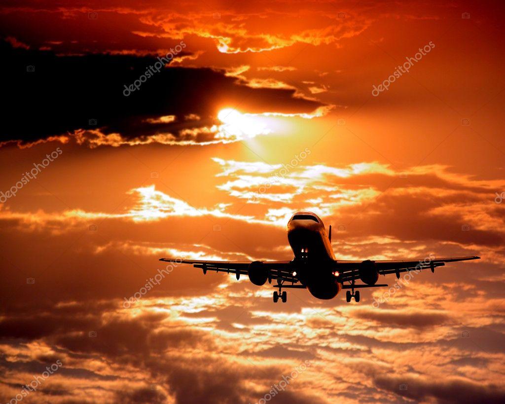 http://static6.depositphotos.com/1132629/635/i/950/depositphotos_6357300-Airplane-on-sunset-sky.jpg