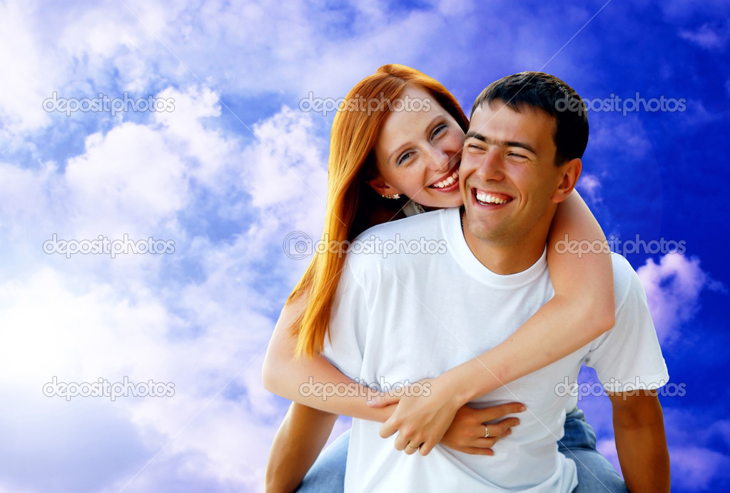 Young love couple smiling under blue sky — Stock Photo #6357936