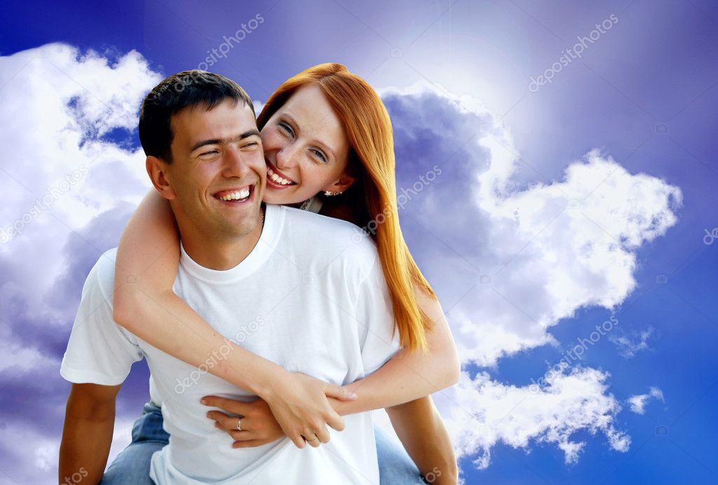 Young love couple smiling under blue sky — Stock Photo #6357942