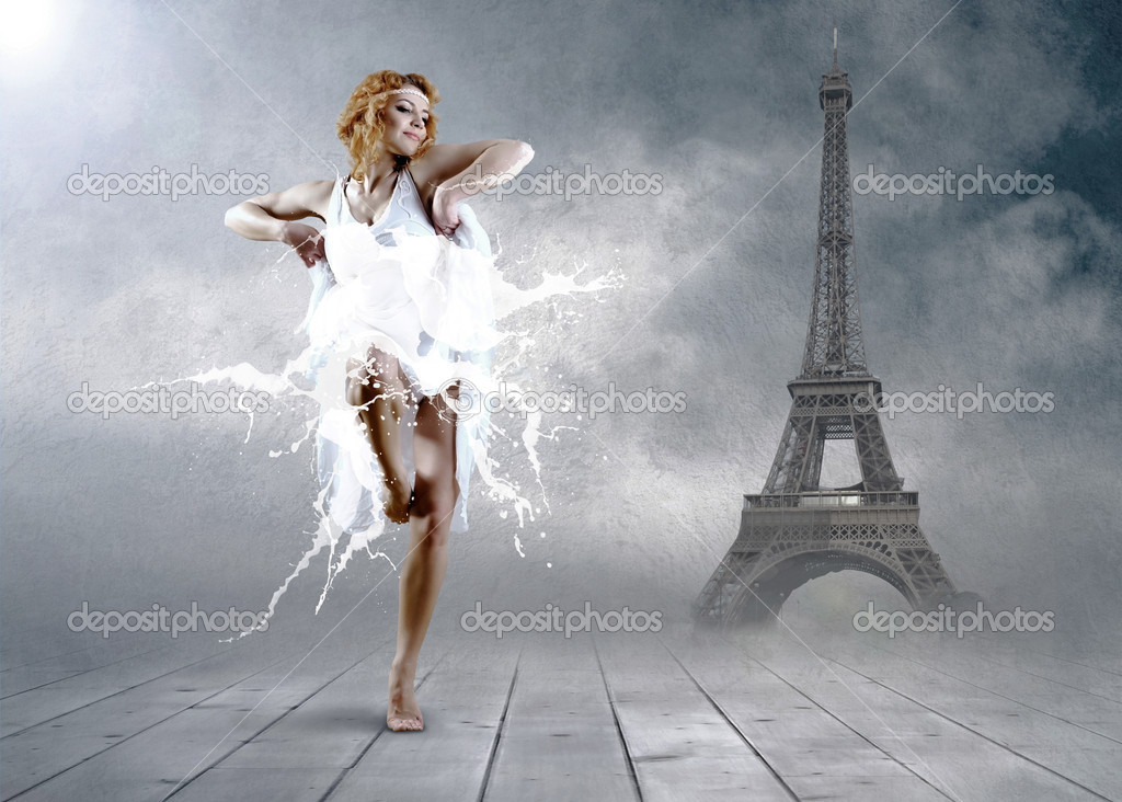 Woman dancer seating posing on the Eifel tower background — Stock Photo #6359718