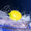 Water drops around citron on the ice — Stockfoto
