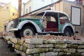 Vintage old destroer car — Stock Photo