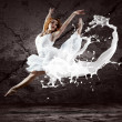 Foto Stock: Jump of ballerinwith dress of milk