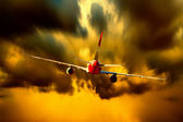 Silhouette of airplane on sunset sky — 图库照片