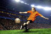 Voetbal speler op gebied van stadion — Stockfoto