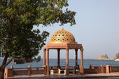 Pavilion mit golden cupola in Muttrah, Oman — Stock Photo