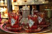 Traditional Turkish tea set at Grand Bazaar in Istanbul — Stock Photo