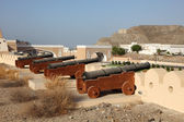 Cannons at the fortified gate to Muttrah — Stock Photo