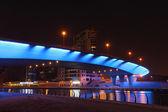 Blue illuminated bridge at Dubai Marina — Stock Photo