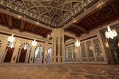 Interior de la gran mezquita en muscat — Foto de Stock