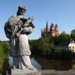 Cathedral view from the bridge over the Lahn river in Limburg, Hesse German — Stockfoto
