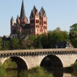 The old Lahn river bridge and the Cathedral in Limburg (Limburger Dom), Hes — Stock Photo #6378245