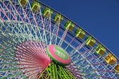 Colorful ferris wheel against blue sky — Stock Photo