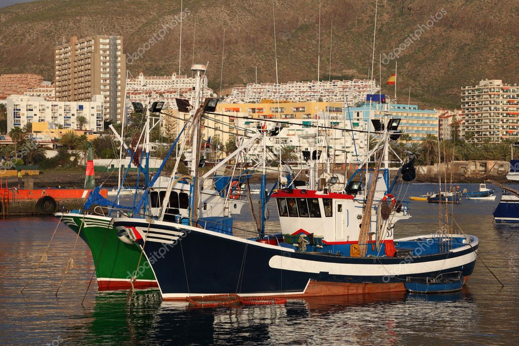 Fishing boats in the harbour of Los Cristianos, Tenerife Spain — Stock Photo #6376584