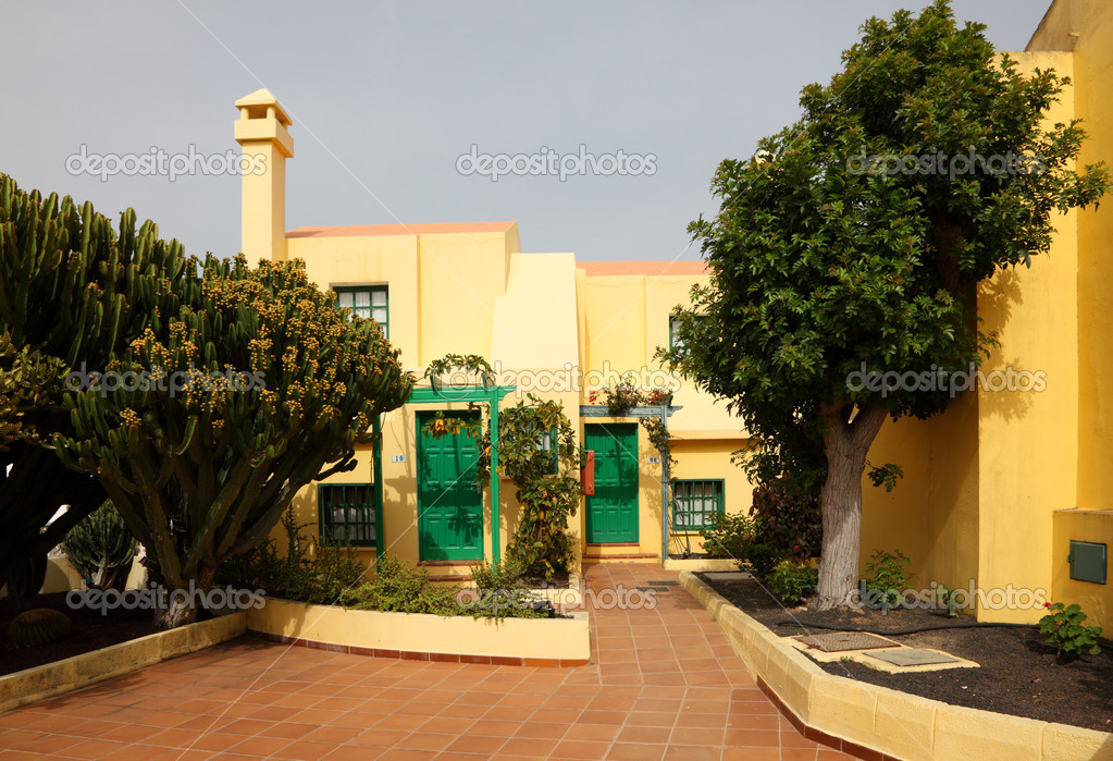 Modern Spanish resort hotel exterior  — Stock Photo #6377142