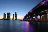 Bridge over the Biscayne Bay at night, Miami Florida, USA — Stock Photo