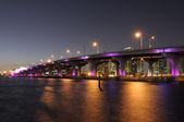 Brücke über die biscayne bay in miami — Stockfoto